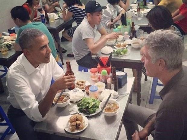 与奥巴马在河内一起吃烤肉米线的名厨——安东尼·波登自杀身亡 hinh anh 1