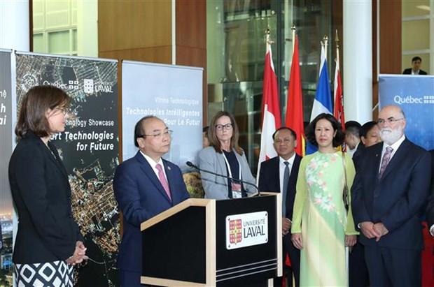 政府总理阮春福出席加拿大拉瓦尔大学智能技术展示活动 hinh anh 1