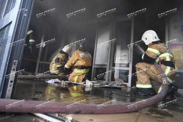 俄罗斯喀山市购物中心发生重大火灾 越南人商户损失严重 hinh anh 1