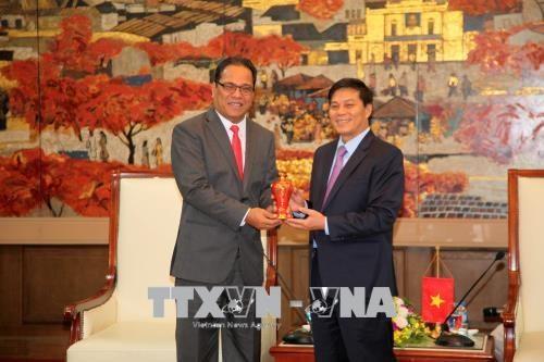 越南海防市与密克罗尼西亚希望就海洋经济领域进行合作 hinh anh 1