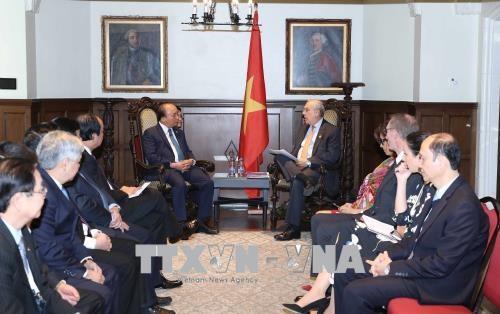 政府总理阮春福会见加拿大前总理让·克雷蒂安和经合组织秘书长 hinh anh 2