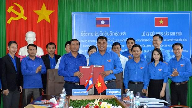 越南得乐与老挝占巴塞两省青年加强合作交流 hinh anh 1
