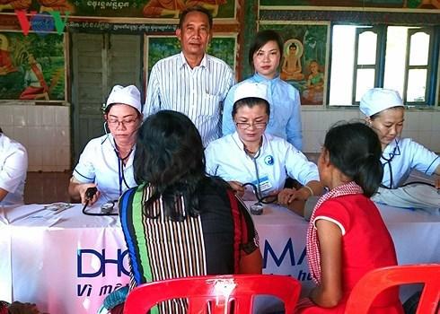 柬埔寨人民对越南医护人员的特殊感情 hinh anh 1