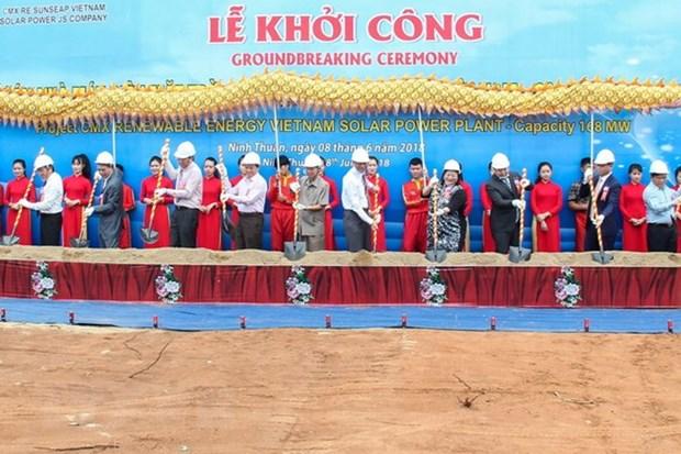 越南最大太阳能发电厂在宁顺正式动工兴建 hinh anh 1
