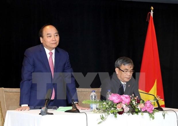 阮春福会见越南驻加拿大使馆工作人员与旅加越南侨胞 hinh anh 1
