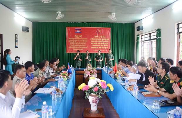 越南与柬埔寨边境地区人民加强团结友谊 hinh anh 1