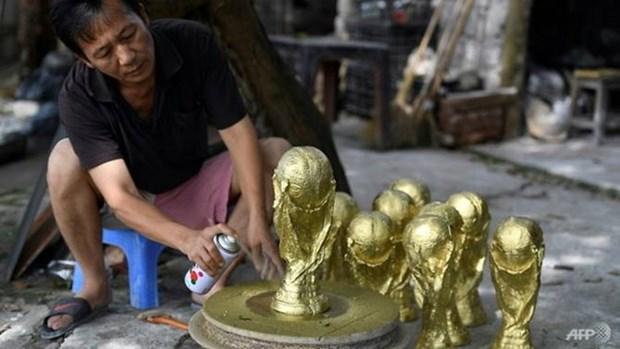 越南产的世界杯金杯模型颇受欢迎 hinh anh 1