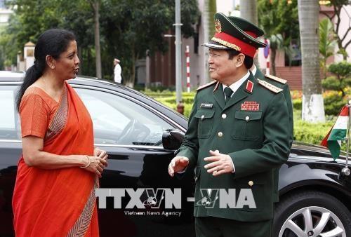 印度国防部长对越南进行正式访问 hinh anh 1