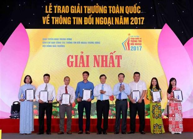 2017年全国对外新闻奖颁奖仪式在河内举行 67件最佳作品获奖 hinh anh 1