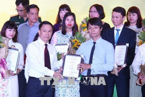 2017年全国对外新闻奖颁奖仪式在河内举行 67件最佳作品获奖 hinh anh 2