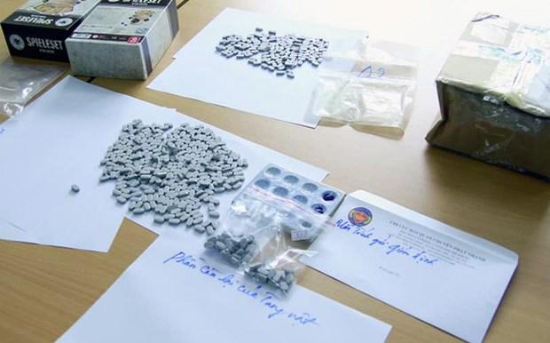 越南查获通过快递方式从荷兰邮寄到越南境内的合成毒品 hinh anh 1