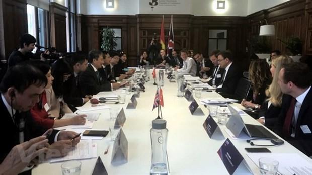越南与英国承诺推进双边关系 hinh anh 1