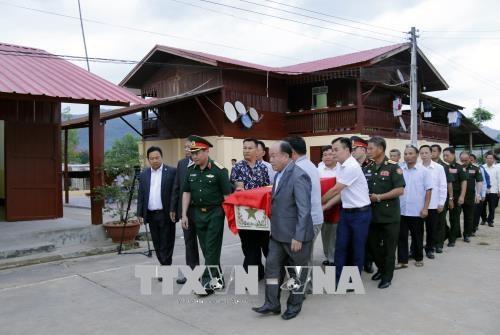 25具越南专家和志愿者遗骨归国安葬仪式在老挝举行 hinh anh 1
