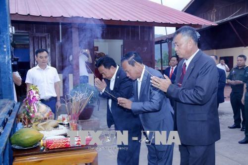 25具越南专家和志愿者遗骨归国安葬仪式在老挝举行 hinh anh 2