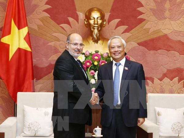 越南国会副主席汪周刘会见古巴外交部代表团一行 hinh anh 1