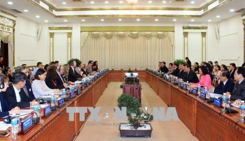 胡志明市与美国企业推动医疗领域的合作 hinh anh 2