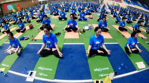 第四次国际瑜伽日活动在河内举行 hinh anh 1