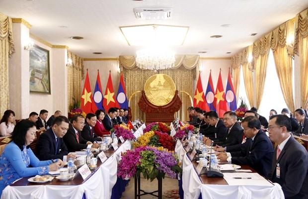 国家副主席邓氏玉盛对老挝进行正式访问 hinh anh 1