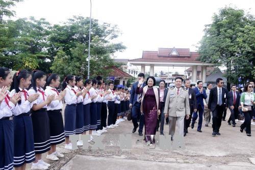 国家副主席邓氏玉盛会见老越友好协会主席 启程前往琅勃拉邦省 hinh anh 1