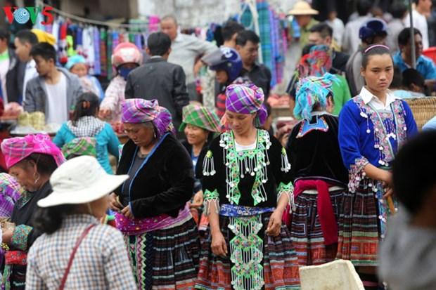 造访黄连山脉脚下的传统集市——三堂地集市 hinh anh 1
