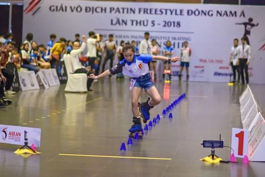 国内外120名运动员参加2018年东南亚自由式滑冰锦标赛 hinh anh 1