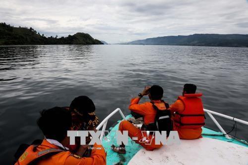 印尼多巴湖沉船事故:船长已被拘留 hinh anh 1