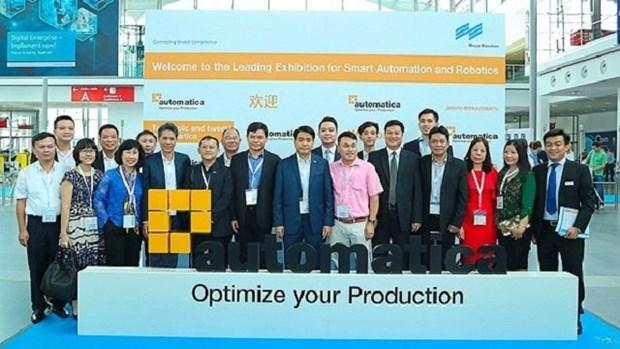 河内市代表团参加2018年德国慕尼黑机器人及自动化技术贸易博览会 hinh anh 1