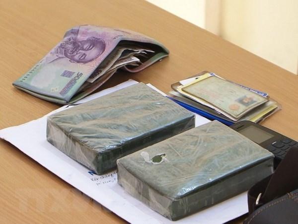 老街省边防部队抓获非法运输两块毒品的疑犯 hinh anh 1