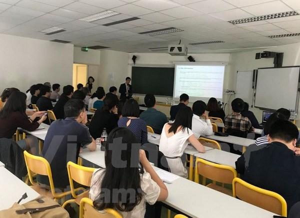 法国越南人金融家协会关于金融领域的国际研讨会在法举行 hinh anh 1