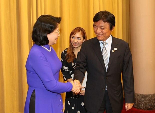 越南国家副主席邓氏玉盛会见日本福冈县知事小川洋 hinh anh 1