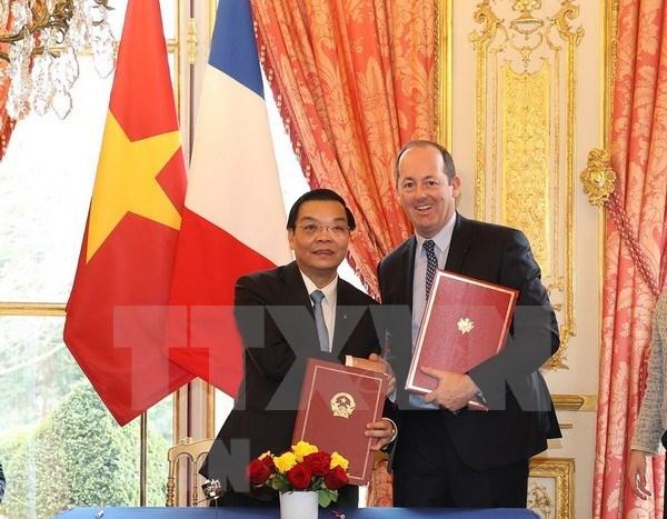 越南与法国开展非集中式合作 hinh anh 1