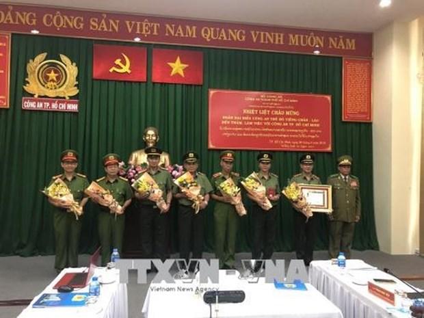 胡志明市公安荣获老挝国家三级发展勋章 hinh anh 1