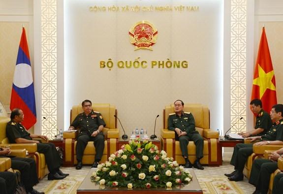 越南与老挝加强军队财务合作 hinh anh 1