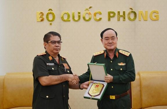 越南与老挝加强军队财务合作 hinh anh 2