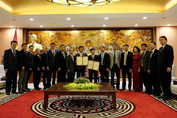 越南首都河内与日本福冈县深化双边合作关系 hinh anh 1