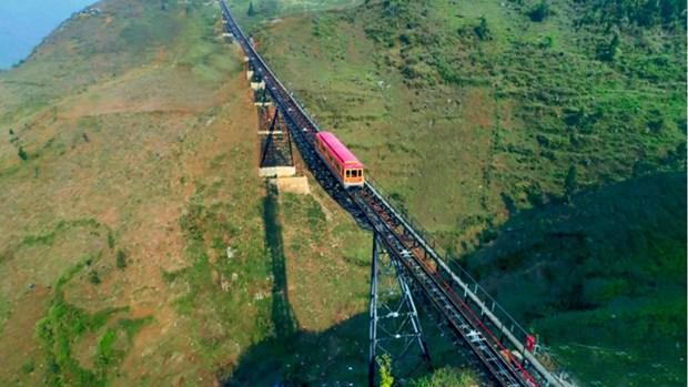 从登山列车上观赏沙坝的美景 hinh anh 1
