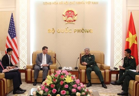 越南国防部副部长阮志咏上将会见美国防长助理兰德尔·施里弗 hinh anh 1