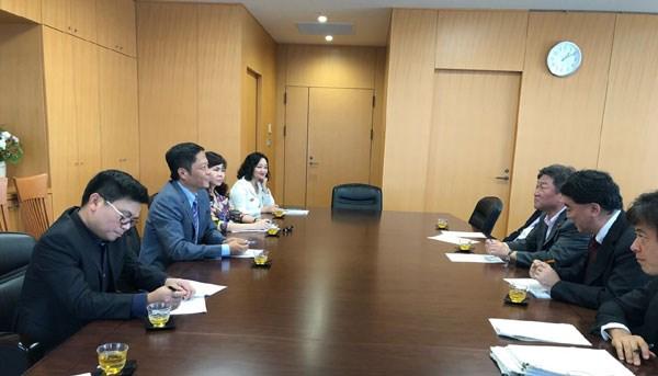 RCEP部长级会议间隙越南工贸部长陈俊英与日本领导举行双边会晤 hinh anh 1