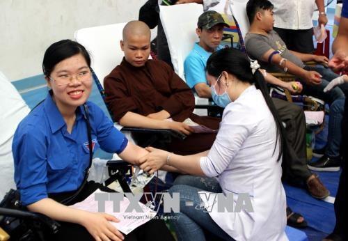 1000多人参加在富安省举行的无偿献血活动 hinh anh 2