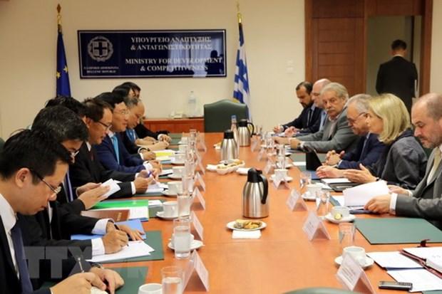 越南政府副总理兼外交部长范平明对希腊进行正式访问 hinh anh 2