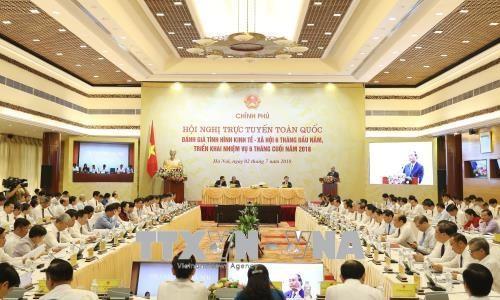 政府总理阮春福主持召开政府与各地方视频会议 hinh anh 1
