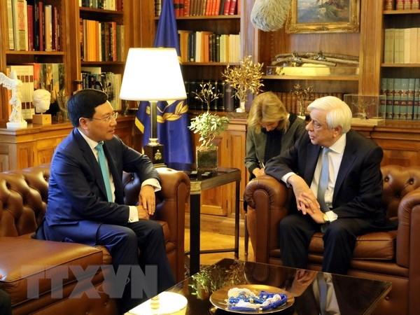 越南政府副总理兼外交部长范平明对希腊进行正式访问 hinh anh 1