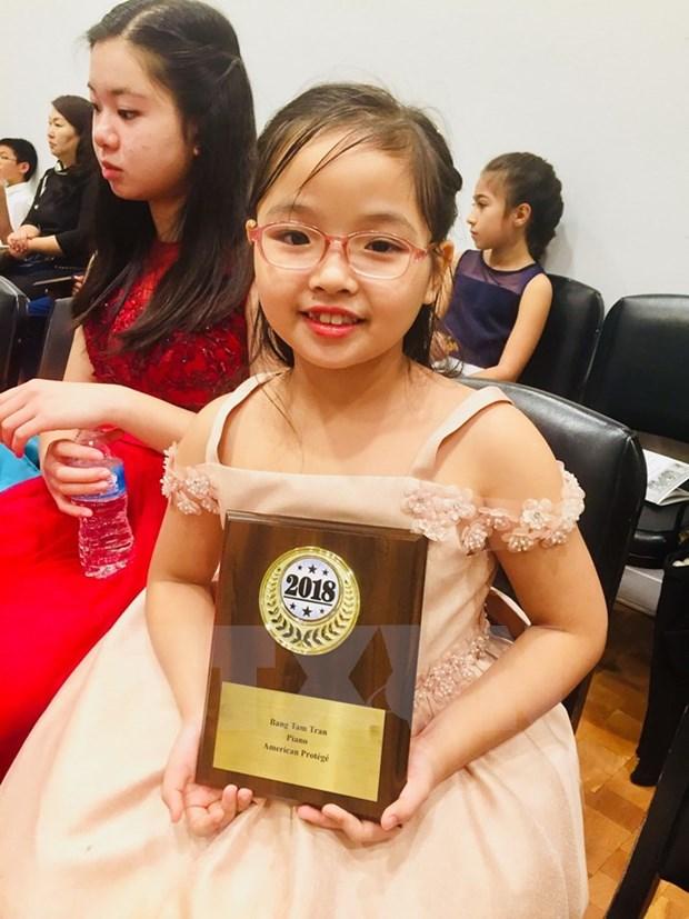 七龄越南女童夺得全美天才儿童国际钢琴提琴赛桂冠 hinh anh 1
