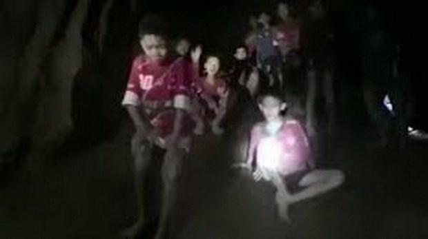 泰国少年足球队13人失踪九天后被找到 hinh anh 1