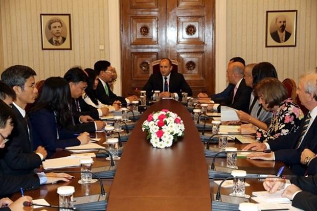越南政府副总理兼外长范平明对保加利亚进行正式访问 hinh anh 2