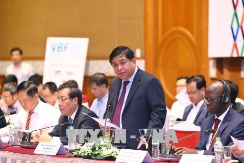 2018年越南企业中期论坛在河内举行 hinh anh 2