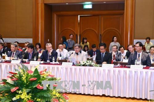 2018年越南企业中期论坛在河内举行 hinh anh 1