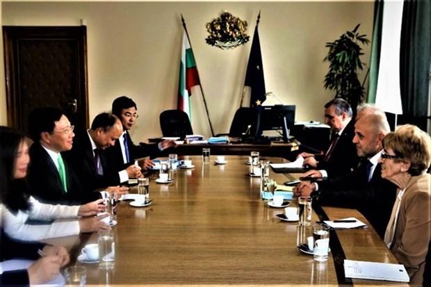 越南政府副总理兼外长范平明对保加利亚进行正式访问 hinh anh 3