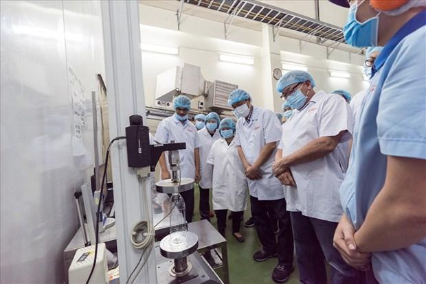 菲律宾贸易部代表团访问越南URC工厂 hinh anh 1