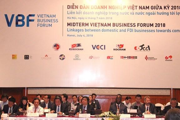 外国投资商在2018年越南企业中期论坛上积极建言献策 hinh anh 1